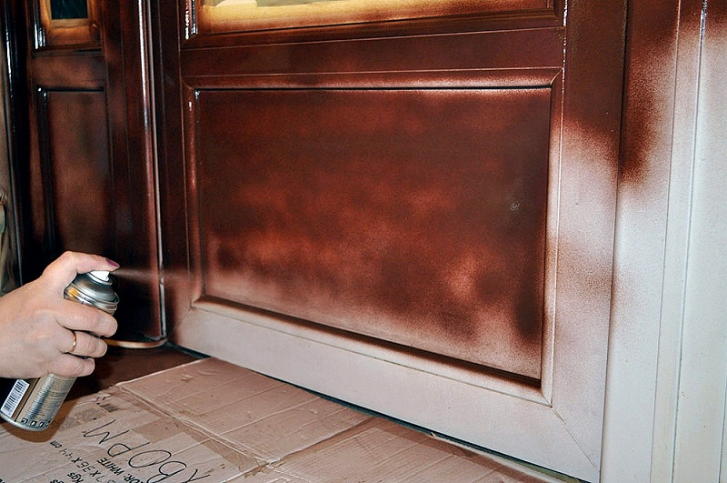 Покраска двери из баллончика