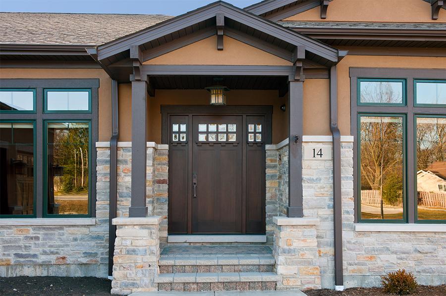 Как выбрать входную дверь для частного загородного дома
